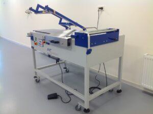 Hoeklasser hoeksealer L-sealer hoeksealmachine.