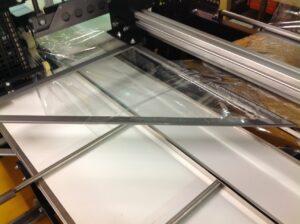 Alfatechnics zijlas krimpfolie verpakkingsmachine vormschouder, inloopband, zijgeleiding.