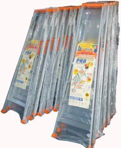 Alfatechnics Farbal verpakte trapladders gekrompen met krimpoven. Beschermverpakking tegen schade door handling en transport.