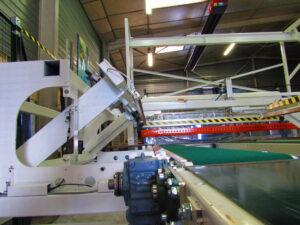Alfatechnics Farbal krimp machine met zijlas voor gesloten krimp of losse folieverpakking. Het teveel aan folie wordt verwijderd na de zijseal. Deze krimpfolieverpakkingsmachine kan ook zonder zijlassen gebruikt worden.