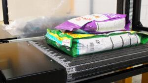 Bundelpakker In en uitvoerband bundelpackmachine.