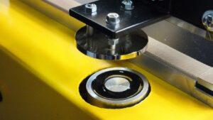 Krimpfolieverpakkingsmachine combi hoeklasser en krimptunnel klein. Compacte krimpmachine voor beperkte krimpvolumes. Magneetsluiting
