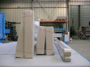 Alfatechnics Farbal krimpfolieverpakking met volledig gesloten krimp, zijlassen, grote, brede, hoge en lange verpakkingen op één krimpfolieverpakkingsmachine met bijhorende krimptunnel.