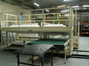 Industriële folieverpakkingsmachine met krimpfolie voor automatisch werken met 2 foliesoorten door mekaar.