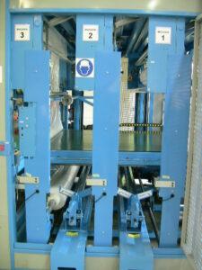 Farbal-multi-breedte-FM3DFarbal-multi-breedte-FM4D met 3 soorten folie (breedte of dikte) achter mekaar en volautomatische keuze wanneer het aangeboden product op de inloop van de machine dit bepaald.
